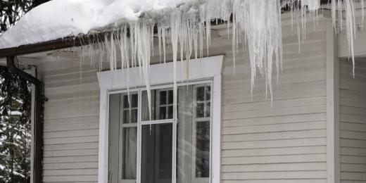 Infrared Diagnostics,  Ice dam and icicles on roof , MA